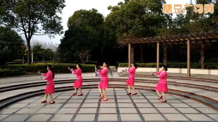 雨中阳光广场舞《一万个我愿意》原创 附分解赞美歌_广场舞视频在线观看 - 糖豆网
