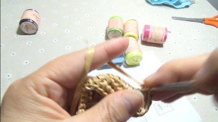 第122集 带花样编织的棉草拉菲手抓包(上)许红霞教编织视频