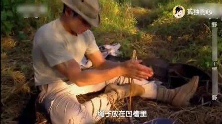荒野求生: 夫妻档探险在野外尝试取火, 这个取火方法太牛了