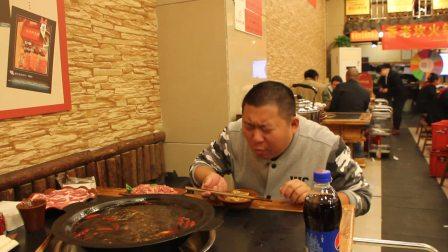 重庆一男子边吃火锅边说:吃了不上火