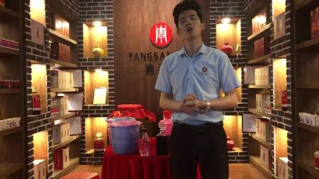 果酒技术-唐三镜军人酿酒师张奇现场讲解蓝莓酒制作细节现场