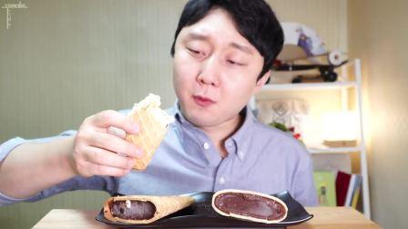 韩国小哥吃冰激凌甜筒巧克力, 最爱吃脆脆的甜筒了, 夹心巧克力, 一定非常好吃!