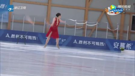 世界冠军陈露携女儿表演花样滑冰, 奔跑吧2全体成员的沸腾起来了!