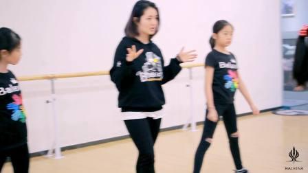 芭蕾娜国际教育-多才多艺自信面对生活-从零学舞蹈天天练舞功-专业幼儿少儿成人舞蹈教学-深圳艺术培训舞蹈学校让孩子自信爱跳舞
