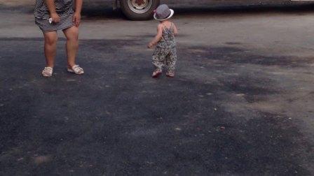 宝贝会走路