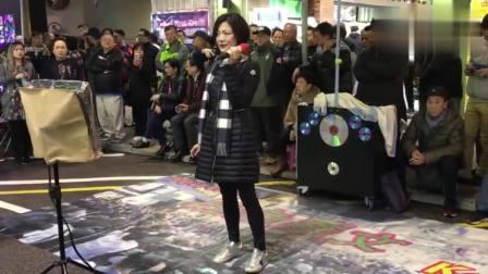 香港街头艺人, 演唱《斯卡布罗集市》路人围得水泄不通, 真心好听