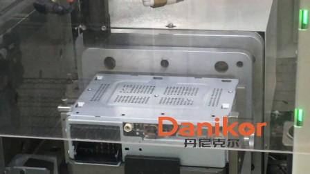 丹尼克尔 汽车多媒体行业 自动送钉+自动拧紧视频 搭载阿特拉斯螺丝刀