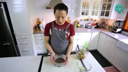 生日蛋糕裱花视频 不用烤箱怎么做蛋糕 戚风奶油蛋糕卷