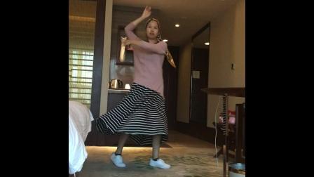 跳舞赞美YA WEI