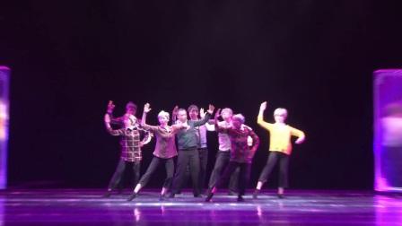 5.群舞《我们的舞台》