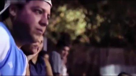 小罗纳尔多假扮8旬街头足球老翁 一不小心就上演了扫地神僧绝技