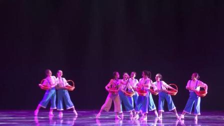 9.女子群舞《幸福草莓甜心间》