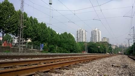 SS7E 重庆-乌鲁木齐 K1583 通过茄子溪站