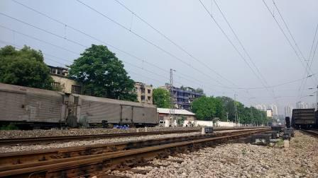 SS7E 重庆-乌鲁木齐 K1583 通过茄子溪站伏牛溪方向