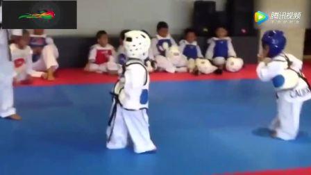 两个萌娃的跆拳道PK,超凶的!