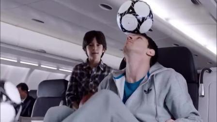 梅西与科比飞机舱互斗球技, 真是太逗比了