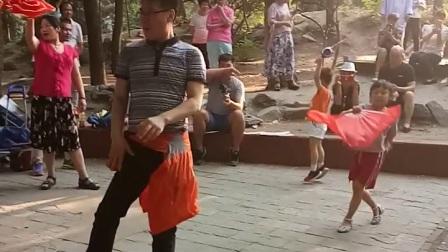 video_2018,北京东单公园的舞王啊