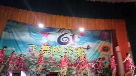 """金秀县桐木镇七建幼儿园2018年庆""""六一""""晚会教师舞蹈《坐上高铁去贺州》"""