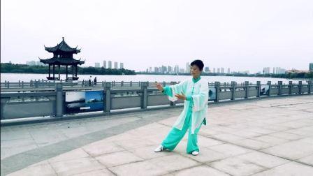 黄冈市赤壁公园队教练-42式太极拳慢动作演练-刘芝兰