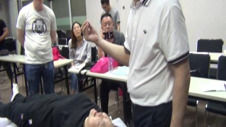 中医正骨推拿培训视频何峙君,和派拉筋正骨调理脊椎及颈椎