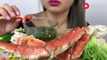 大胃王吃货, 美女吃手腕粗帝王蟹腿, 咬一口满嘴, 看着她吃都过瘾