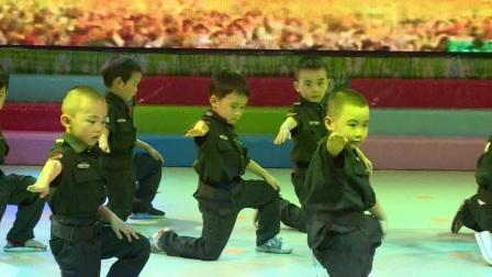 2018年小舞星特长幼儿园六一节目大一班男生舞蹈《长大我要当警察》