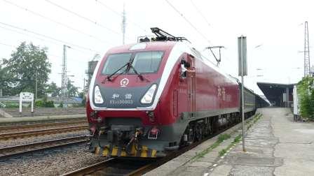 武局南段和谐D1D-0003牵引客车K422绍兴六道发车