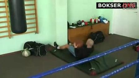 我在一堂专业拳击俱乐部的力量素质训练课截了一段小视频