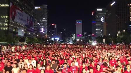 韩国队世界杯首秀 光华门广场成红色海洋