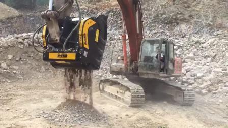 一台挖机一个人一会给你破碎一堆小山坡的石头碎石就是这么简单