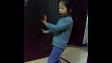 3岁小女孩丁丁的nobody舞