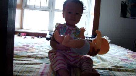 Ruhi tried to help baby doll pee2009.8.11.