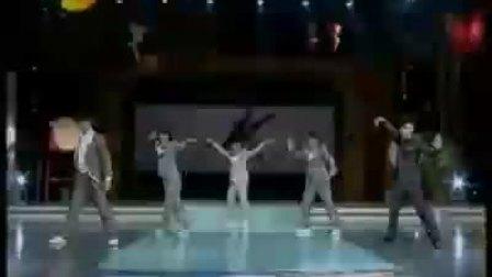 新七小福现场演绎《大兵小将》主题曲