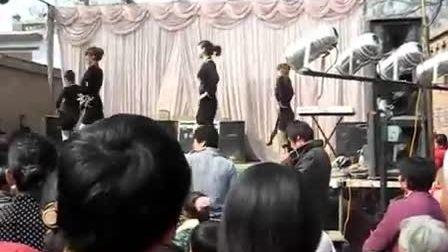 邓二庄村头演出