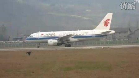 达州河市机场看飞机起降