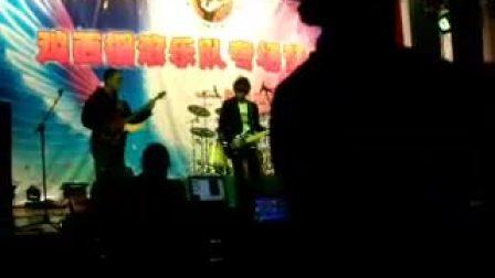 鸡西大学心觉乐队摇滚节演出