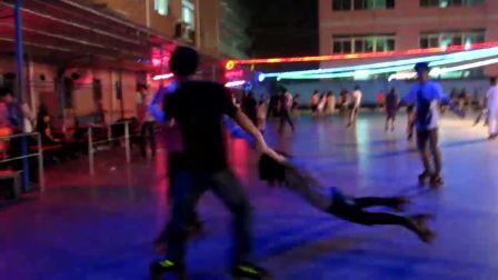 星辉溜冰场交友群视频