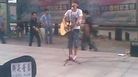 武汉广埠屯街头音乐追梦人