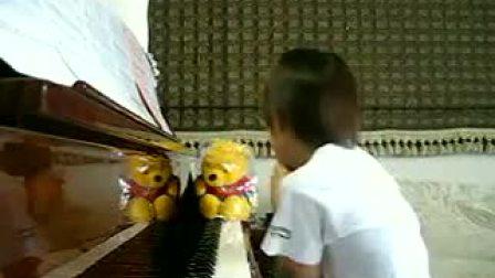 6岁男孩钢琴弹奏周杰伦-听妈_tan8.com