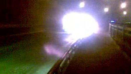 南京长江大桥汽车自燃