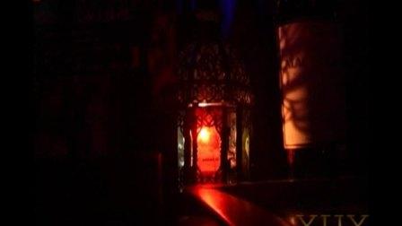 杭州1999酒吧超级美女模仿萨顶顶万物生