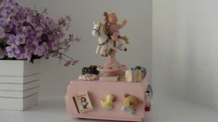 儿童骑木马旋转音乐盒 生日礼物首选