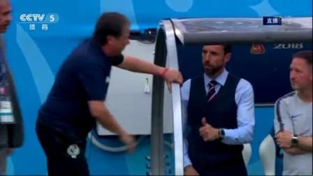 我在【花絮】给点面子! 巴拿马主帅替补席与索思盖特说悄悄话截取了一段小视频