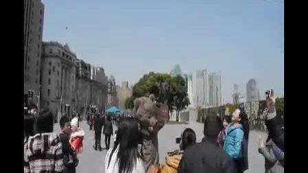 外滩惊吓熊怪 多名女性遇袭 潜龙免费企业建站www.158k.com
