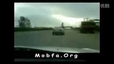 杂技出身!实拍爆强司机戏耍无人驾驶