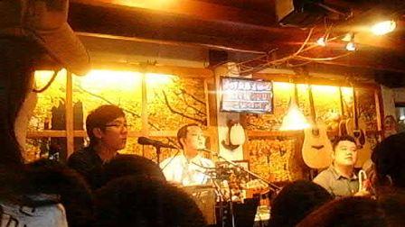 2012.03.24 好妹妹乐队在南锣鼓巷吉他吧《原来那天的阳光》