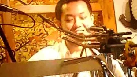 2012.03.24好妹妹乐队在南锣鼓巷吉他吧《请你给我多一点点的温柔》好欢快的哦