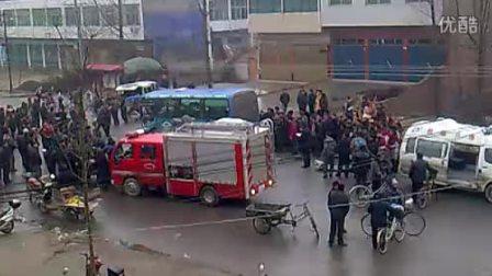 通许县邸阁乡2012.3.22公交车与面包车车祸现场