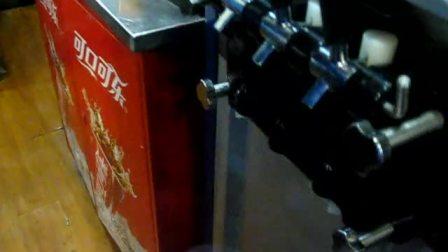 甜筒圣代雪顶咖啡的制作-迈德堡清真汉堡连锁