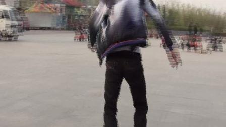 少年大展滑冰舞技引称赞